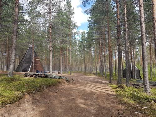 Lavvo og utedo. Våler jakt og fiskeforening, Søråssjøen