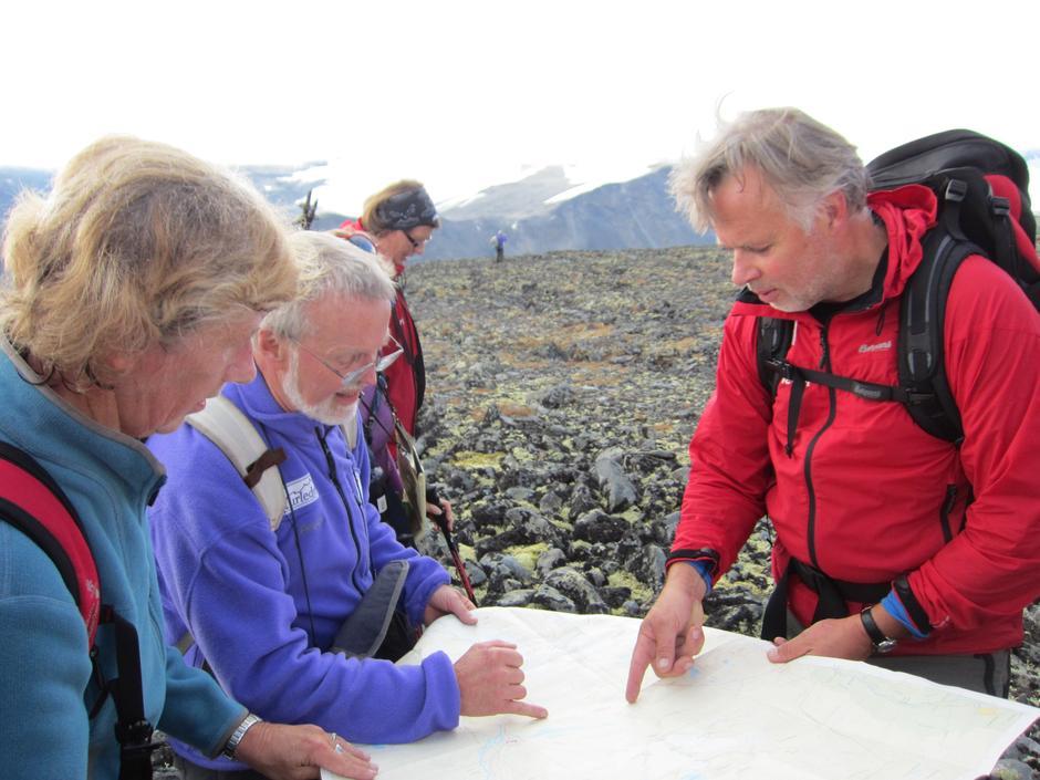 Turleder informerer. Foto Hilde Løken Magnussen