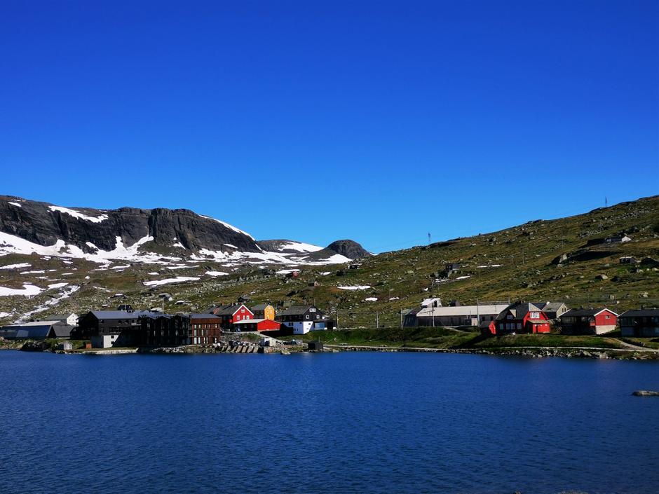 Utsikt mot Finse stasjon.