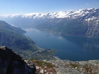 Søndag 05.06: Dronningstien fra Kinsarvik til Lofthus gir turopplevelsen! Gode forhold til fots. Gode fjellstøvler anbefales.