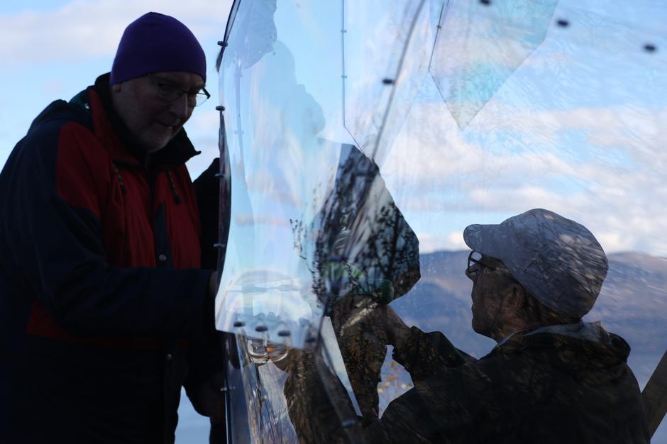 Harstad Turlag bidro med en god del dugnadstimer under arbeidet. Her er det Vebjørn Kleiving og Hans Anton Uhre som er i god drift.