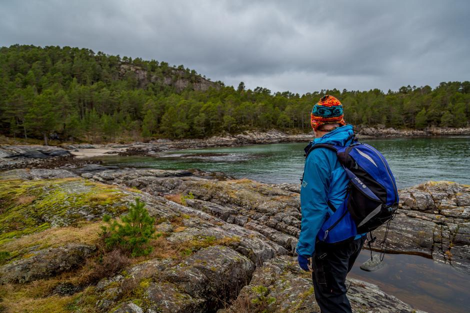 Sandvika er litt bortgjemt, og de fleste har kommet hit via sjøveien. Nå legges det ny sti til denne flotte bukta.