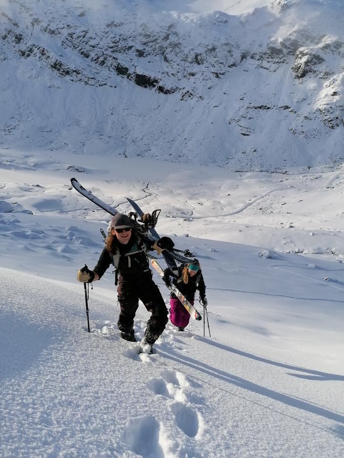 Hvitevarene er kommet til Haukeliseter. Måtte opp til 1200moh før det var skiføre i terrenget.