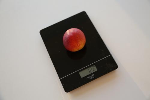 En nektarin veier 122 gram