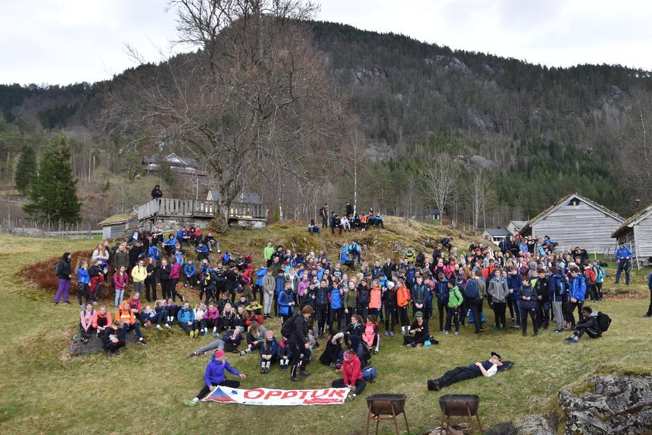 Heile 262 åttandeklassingar frå Vassenden, Førde, Sande og Naustdal var samla under årets utgåve av Opptur.