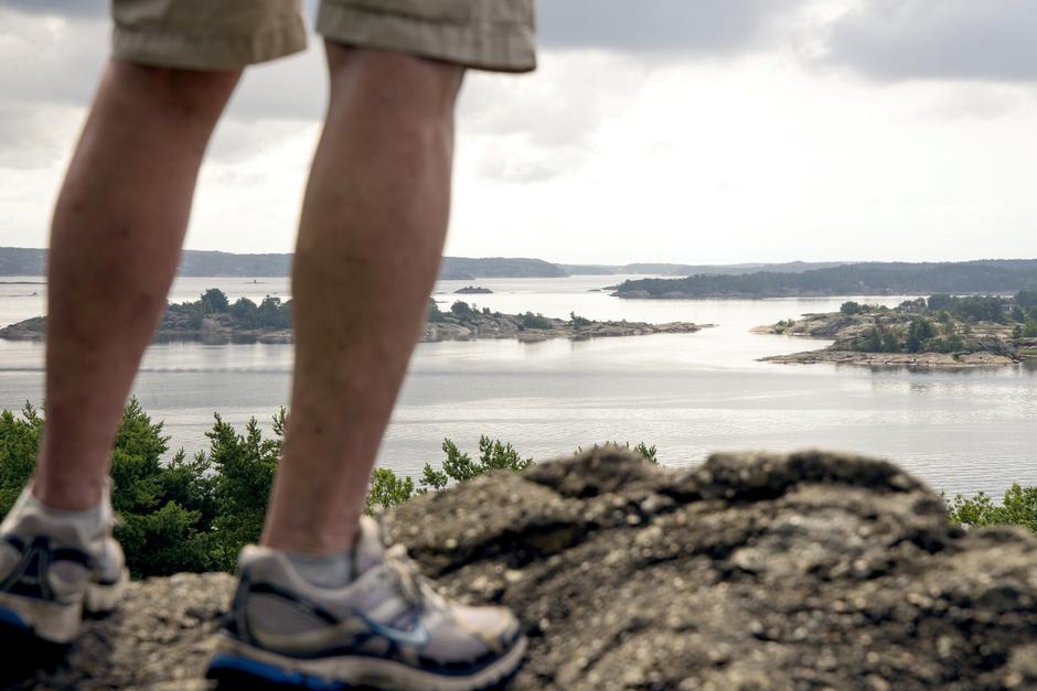 Fotturen på Kjøkøy gir deg Skams klove (øverst til venstre) og Kjøkøy kystfort, med utsikt over Hvaler-arkipelet.