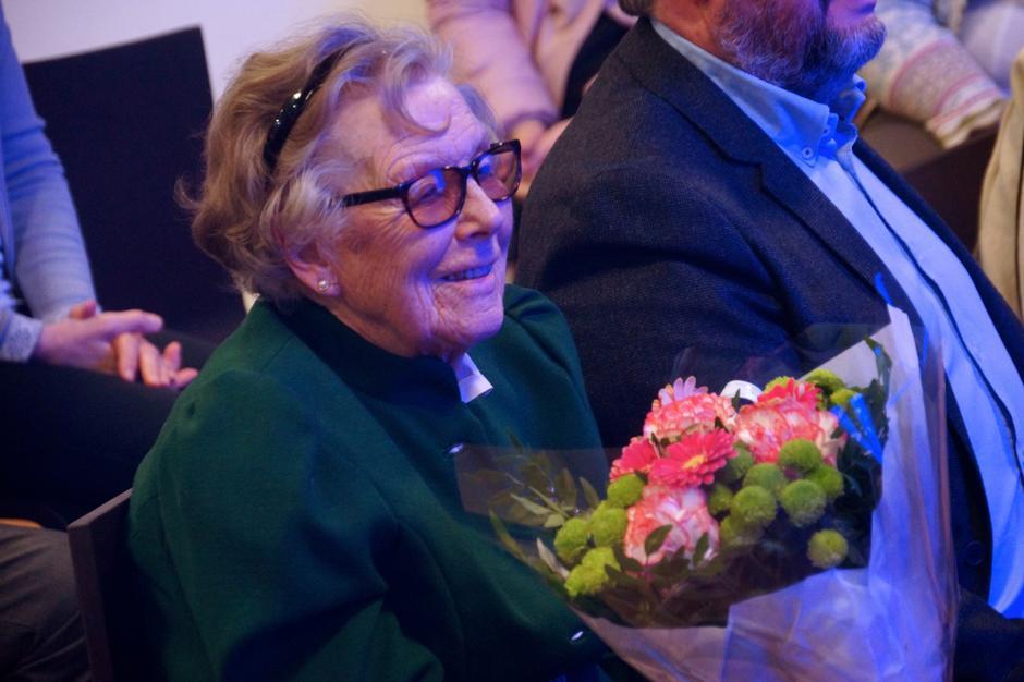 Ragnhild Helberg, Claus' kone gjennom 53 år, på vegne av Ragnhild og Claus Helbergs stiftelse for bevaring av kulturminner i skog og fjell.