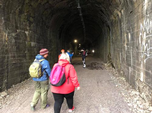 Kyststien mellom Sande og Holmestrand går gjennom den 288m lange Smørsteintunnellen på det gamle jernbanesporet