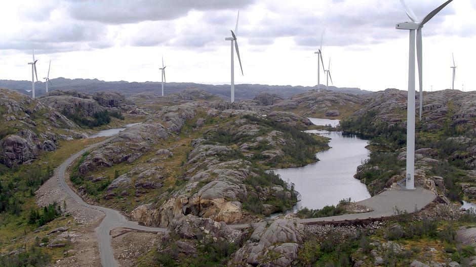 RUVER I TERRENGET: I Norge er det bygget 33 vindkraftanlegg og flere er på vei. Her fra Tellenes i Rogaland.