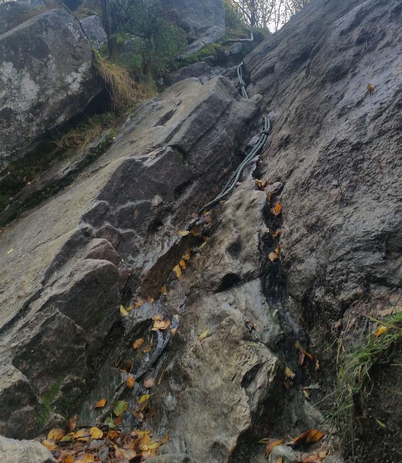 På vei opp Orretua er det flere fine enkle klatresteiner