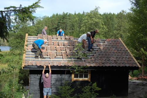 Taket på båtnaustet  snart klart!