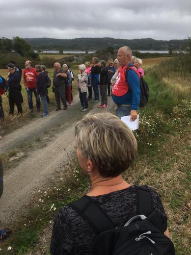 Hele 70 seniorer ble med på tur til Vikerøya.