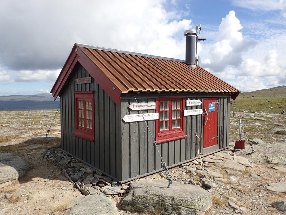 Nødbua på Fiskåhøyden etter dugnaden.