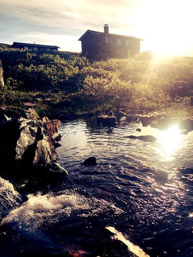Badekulpen på Storkvelvbu i morgensol.