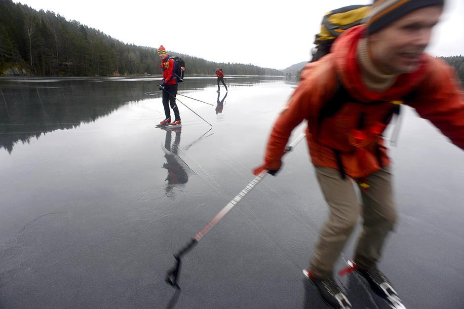 EFFEKTIVT: Overflatevannet fungerer som glidemiddel, og gir Christian Korvald god fart.