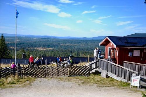 Åpningstider for Lageråkvisla og Målia