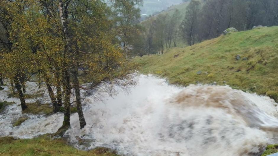 Alle bekker i fjellet er nå elver. Vinddalen 3. oktober kl 13. Når bekkene ser slik ut før du starter fjellturen, kan det være lurt å snu.