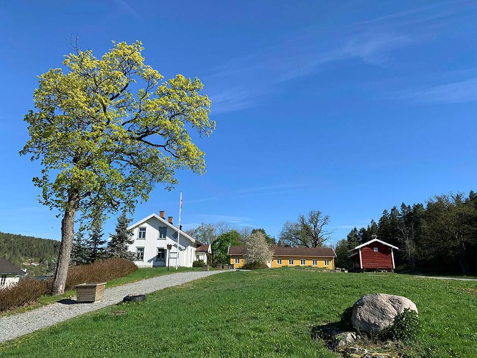 Hovedhuset og Drengestua på Breivoll gård