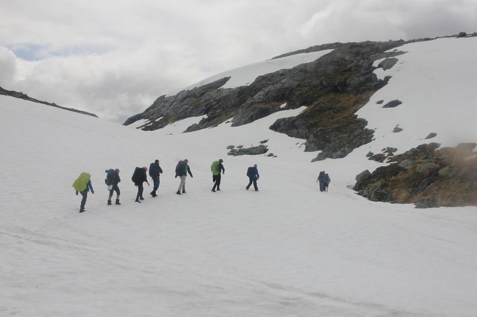 Viktig å ha med kart og kompass da den røde merkingen kan ligge under snø enkelte steder i høyfjellet.