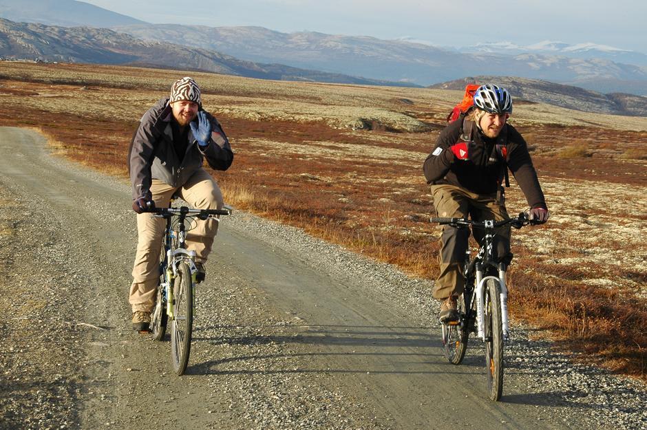 FULL RULLE: Med utleiesykkel fra parkeringsplassen på Spranget er de seks kilometerne inn til Rondvassbu lett unnagjort.