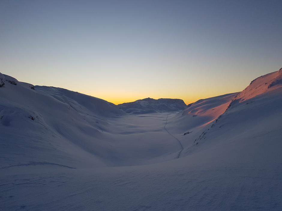 Søndag 3.1: Kvitingen - Storliknausen (1193 moh) i Bergsalen. Skiføre fra 600 moh.