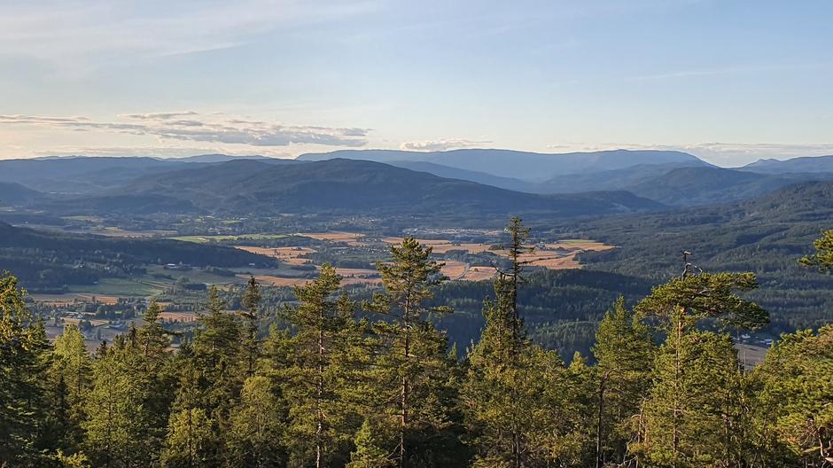 Fin utsikt mot Sokna og Pipenatten rett bak.