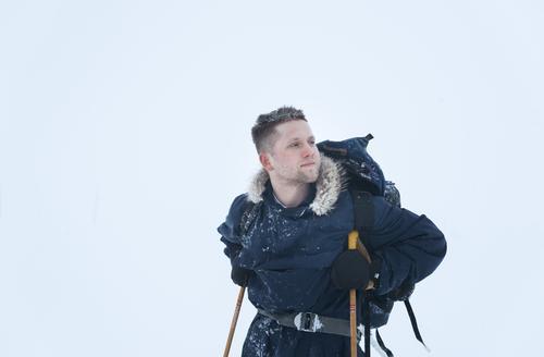 Daniel Kvammen går 20 mil på ski for å spela for DNT-gjestane
