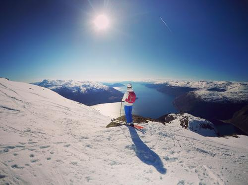 Spektakulær utsikt mot Hardangerfjorden på nedfarten fra Oksen (1241 moh.) Foto: Eli Hjelle Strandkleiv
