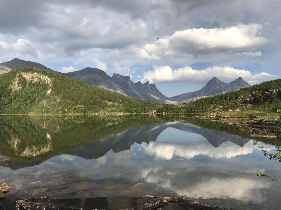 Falkflågdalen i Bodø ☀️  Fjellrekka til venstre er Falkflågtindan som er med i Børvasstindan. Bilde tok jeg 30.7.18