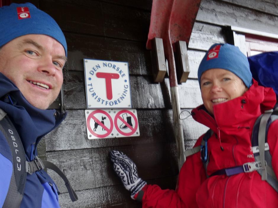 Turleiarane, Arne Berg og Jane Britt Daae, klare for avgang. Stordalen next!