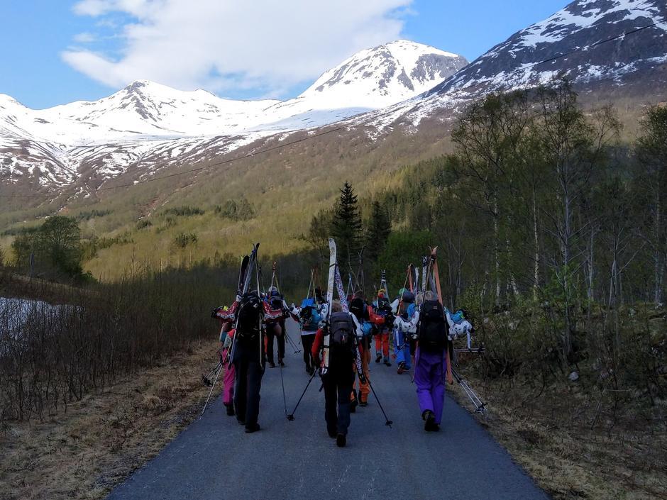 Ut på tur, skiene på sekken