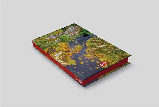 """Boka """"Kunsten å vandre"""" gir deg tolv eventyrlige turperler til inspirasjon og glede. Medlem kr . 395."""