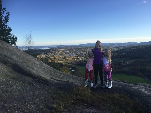 Bildet er tatt på toppen av Vardåsen