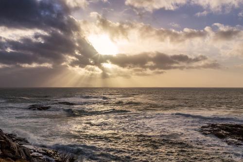 Fra Børra, på Andøya, i Nordland. Solstrålene strever med å skinne gjennom skylaget. høsten 2015.© Benny Høyneswww.bennyimages.com