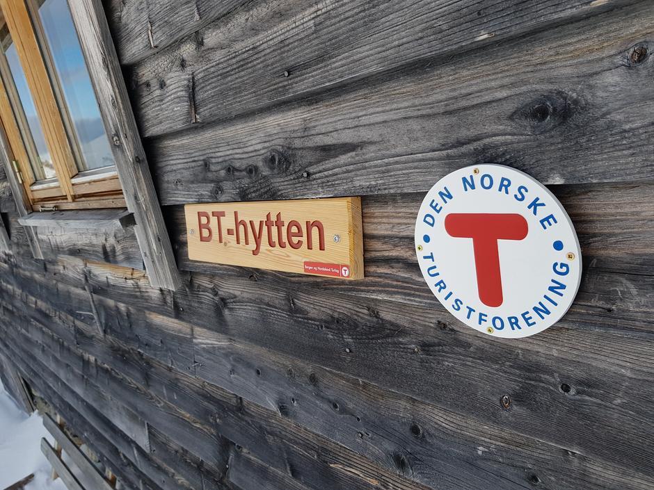 BT-hytten- sjarmerende hytte med sjel og 6 sengeplasser