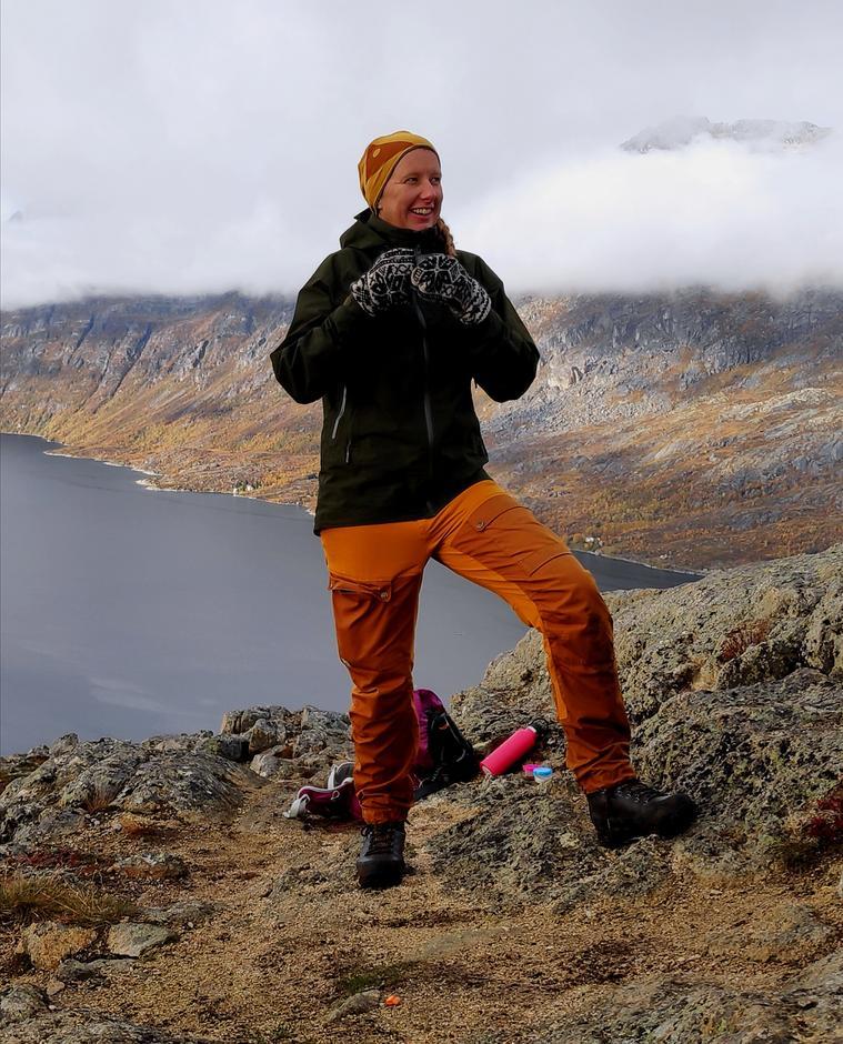 TIL INSPIRASJON: Marthe Ødegård  har brukt hundrevis av timer på å lage film av Totenåsstien. Håpet er at flere skal bli inspirert til å utforske friluftseldoradoet på Totenåsen.