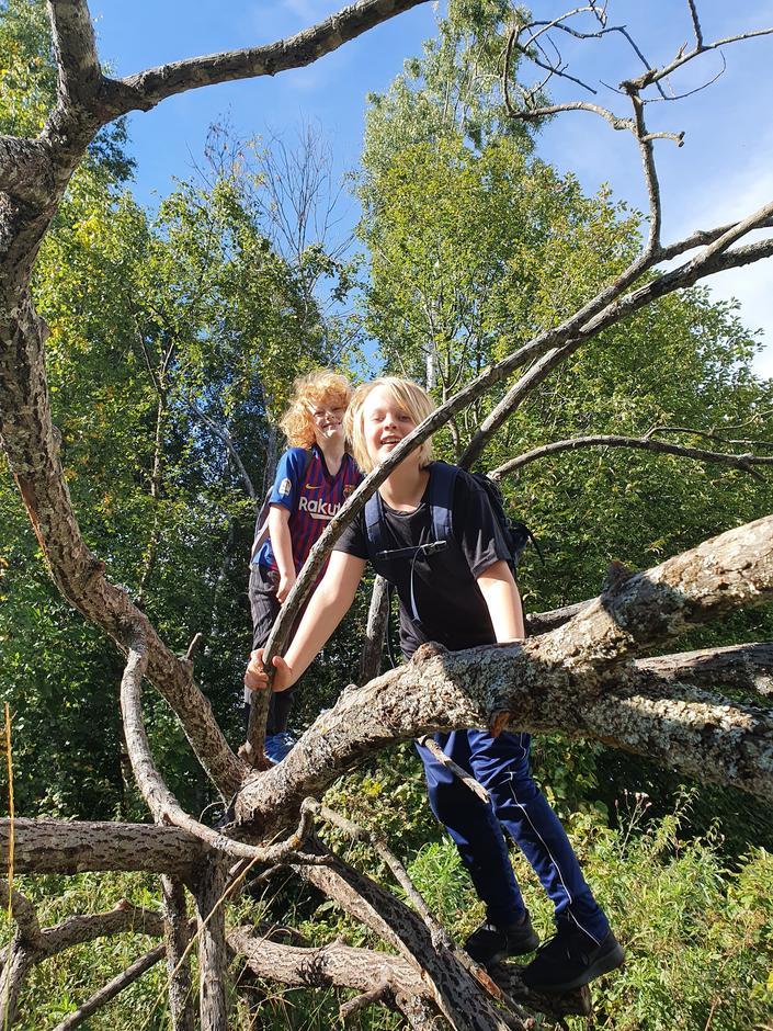 To av de som deltok i Barnas Turlag sin uhøytidelige KulTur-konkurranse i forbindelse med Kom deg ut-dagen 6. september 2020.