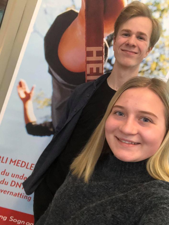 Leiar i ungutvalet, Lars Røyrhus, og medlem i utvalet, Kristine Tonning, på årsmøte til SFT.