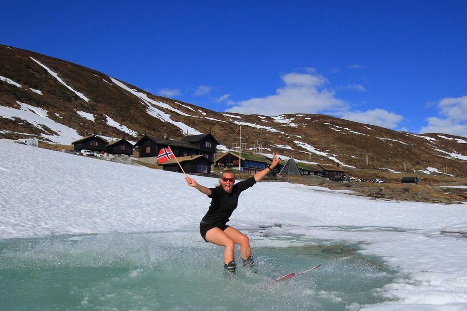 22. Mai Haukeliseter fjellstue vårskitur og vannskiforhold