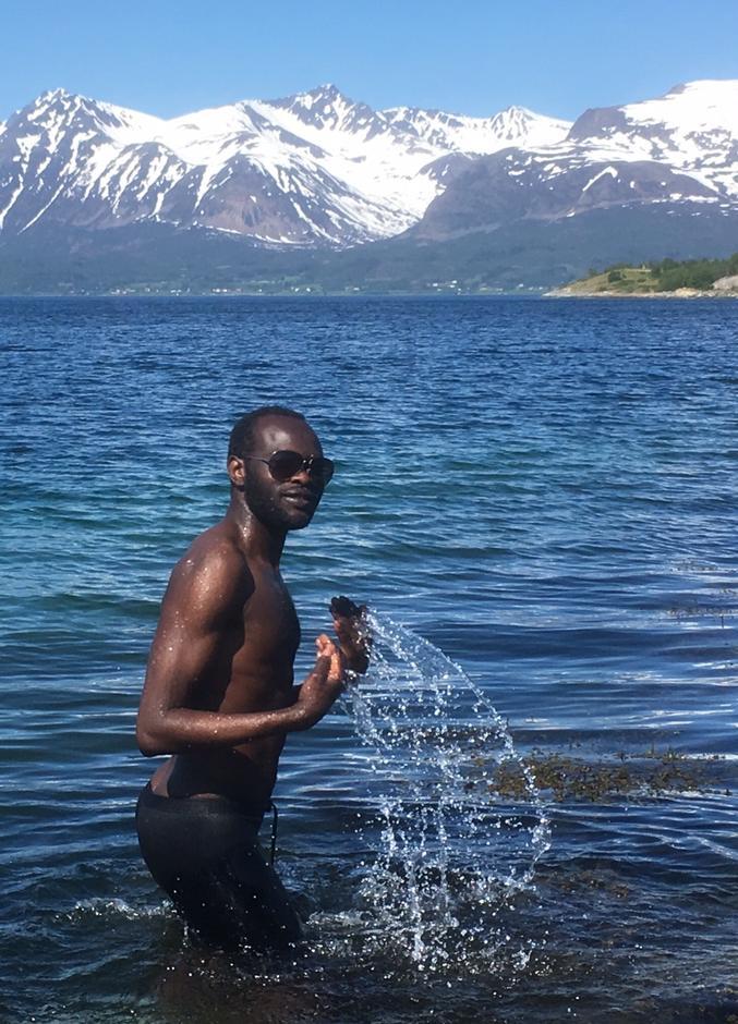 Den første som hoppa i havet var Muawya fra Sudan