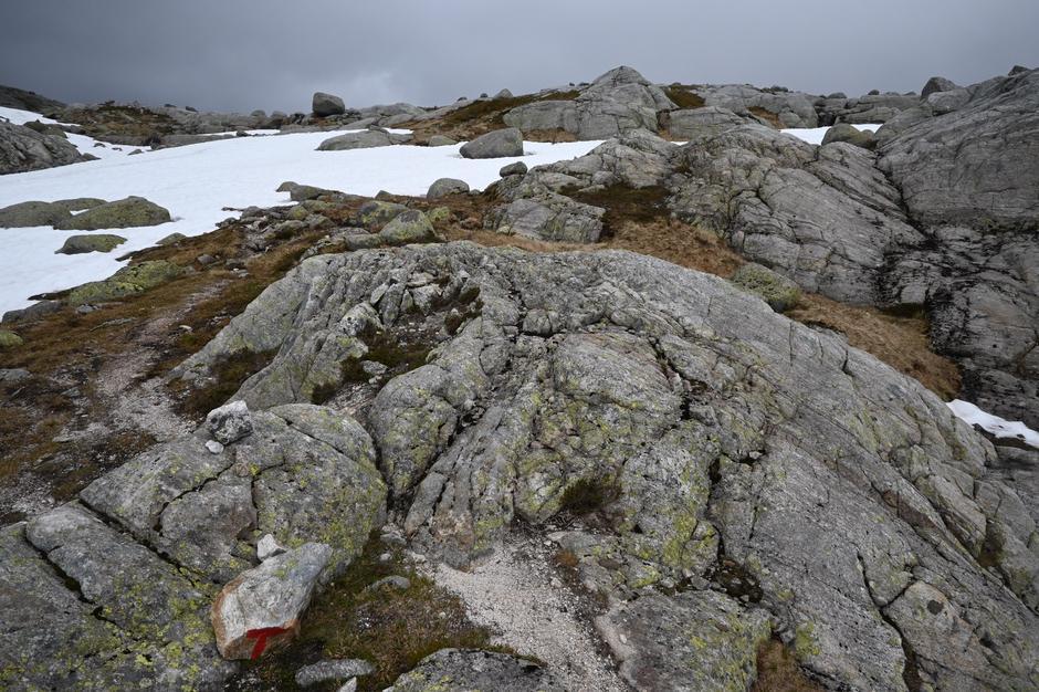 Låtervikvatnet. På stien mellom Flørli og Langavatn.