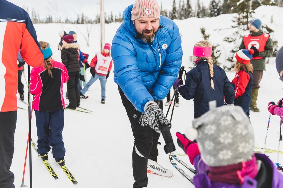 Generalsekretær Dag Terje Klarp Solvang delte ut premier til barna på Kom deg ut dagen og frydet seg over å se turgleden hos små og store.