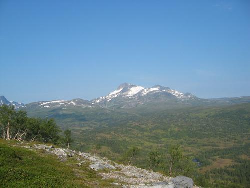 Utsikt mot Snota fra oppstigning mot Mellomfjell.
