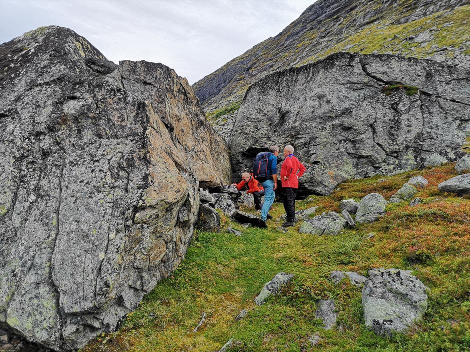 Svartsteinane ved Pyttbua. Herbør som har vært brukt av folk i fjellet i mange tusen år.