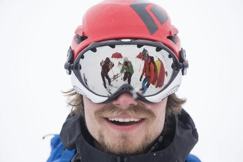 Hjelm og briller er viktig utstyr på tur