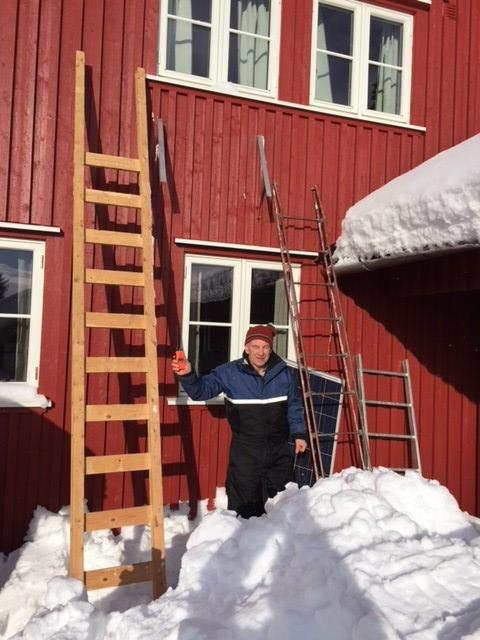 Solcellepanelet lå under snøen da hyttekomiteen ankom Presteseter