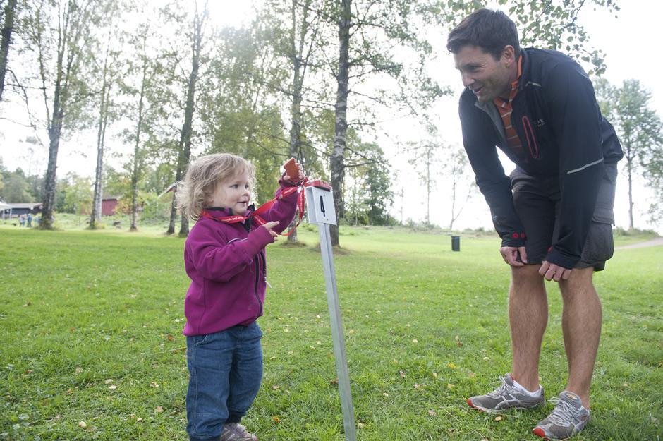 Karoline Rygh og pappa Karl Even Rygh trives ute på tur.