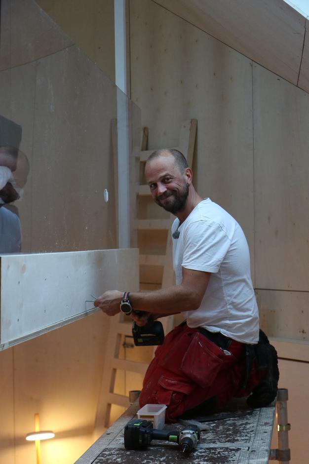 Ole Rosén-Lystrup jobber inne på Maistua