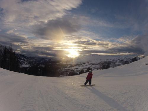 På tur ned fjella ved Hodlekve i Sogndalsdalen