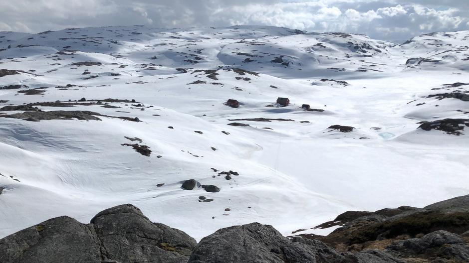 Det er fremdeles godt med snø på Sandvatn.